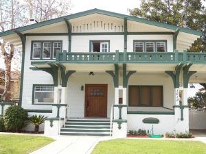bungalow-615488_640